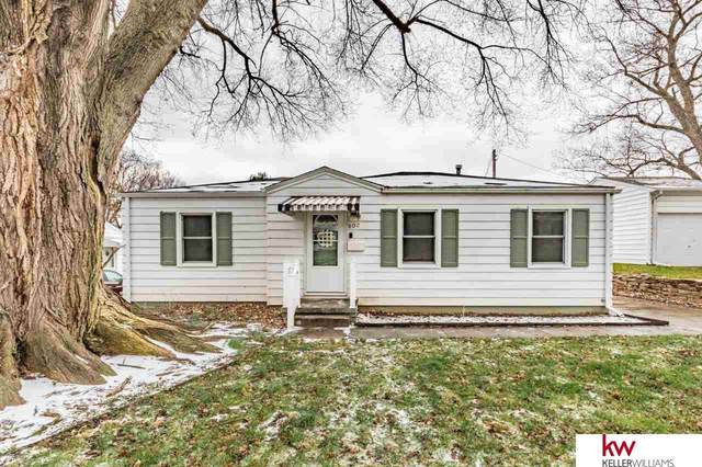 802 N 78 Street, Omaha, NE 68114 (MLS #22008063) :: One80 Group/Berkshire Hathaway HomeServices Ambassador Real Estate