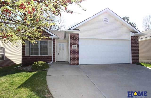 2026 S Knights Lane, Lincoln, NE 68506 (MLS #22008332) :: kwELITE