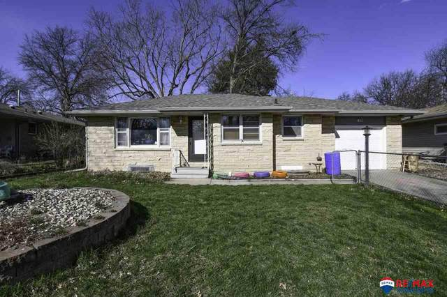 811 N 55th Street, Lincoln, NE 68504 (MLS #22008444) :: The Briley Team