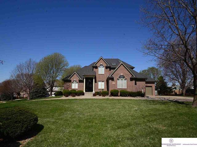 15712 Burt Street, Omaha, NE 68118 (MLS #22008555) :: Catalyst Real Estate Group