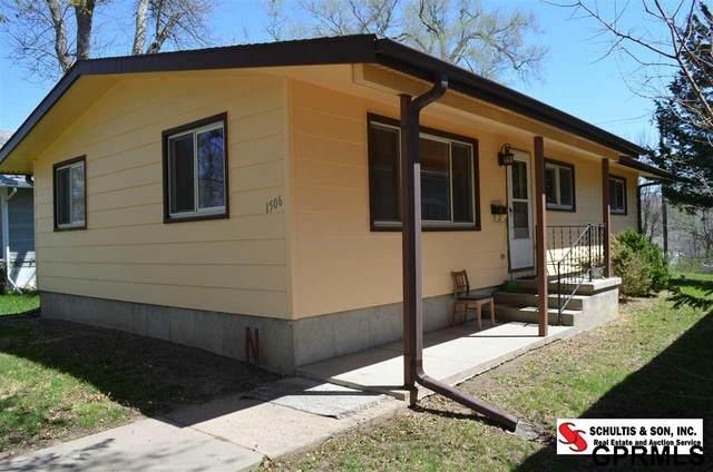 1506 D Street, Fairbury, NE 68352 (MLS #22009889) :: Dodge County Realty Group