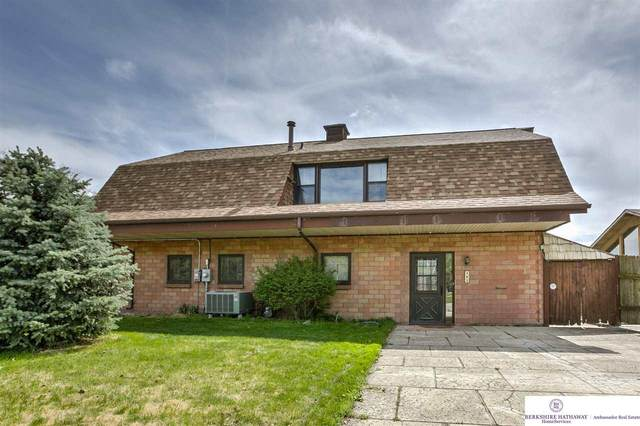 382 W Lakeshore Drive, Lincoln, NE 68528 (MLS #22009944) :: Dodge County Realty Group