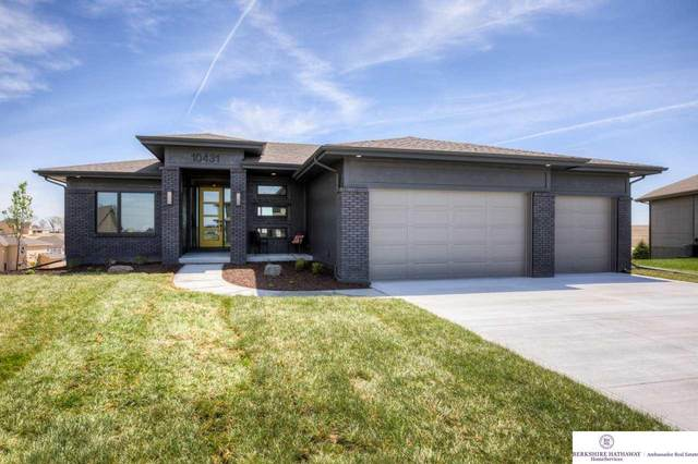 10431 S 105th Street, Papillion, NE 68046 (MLS #22010353) :: kwELITE