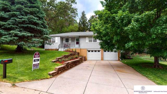 824 N 88 Avenue, Omaha, NE 68114 (MLS #22010633) :: One80 Group/Berkshire Hathaway HomeServices Ambassador Real Estate