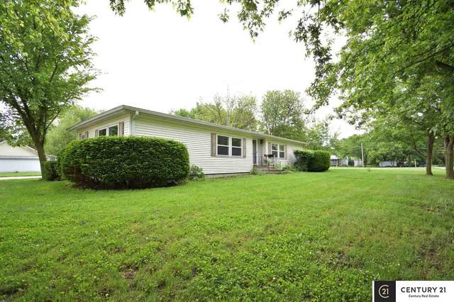 2140 Oak Avenue, Crete, NE 68333 (MLS #22011817) :: kwELITE