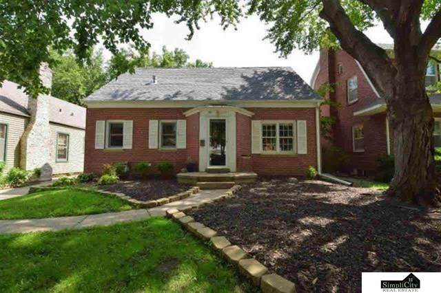 2041 Lake Street, Lincoln, NE 68502 (MLS #22011905) :: Lincoln Select Real Estate Group