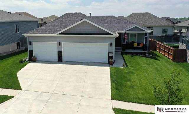 7329 Yankee Woods Drive, Lincoln, NE 68516 (MLS #22012443) :: Dodge County Realty Group