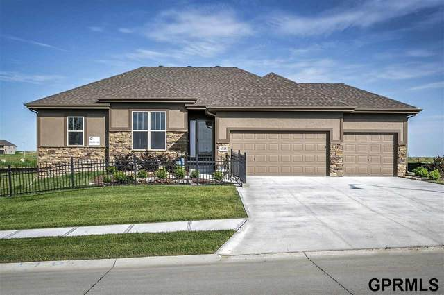 6714 S 198 Street, Omaha, NE 68135 (MLS #22012591) :: One80 Group/Berkshire Hathaway HomeServices Ambassador Real Estate