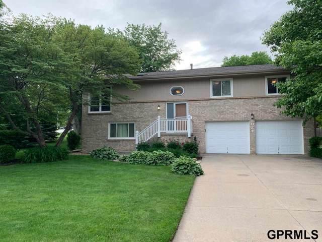 1024 S 218th Street, Elkhorn, NE 68022 (MLS #22012737) :: One80 Group/Berkshire Hathaway HomeServices Ambassador Real Estate