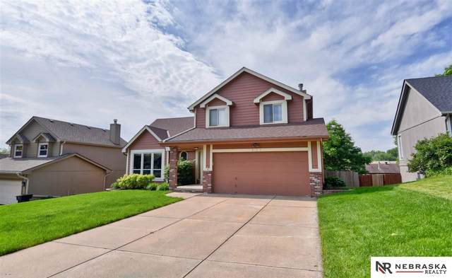 825 Spruce Drive, Papillion, NE 68046 (MLS #22012929) :: Dodge County Realty Group