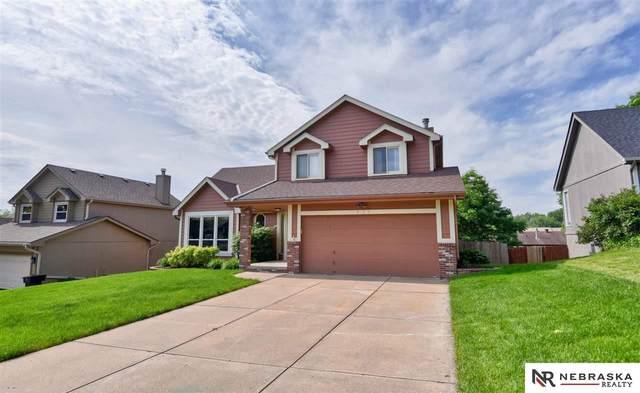 825 Spruce Drive, Papillion, NE 68046 (MLS #22012929) :: Dodge County Realty Group