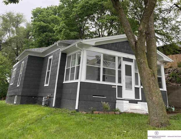 124 Knepper Street, Council Bluffs, IA 51503 (MLS #22013027) :: One80 Group/Berkshire Hathaway HomeServices Ambassador Real Estate