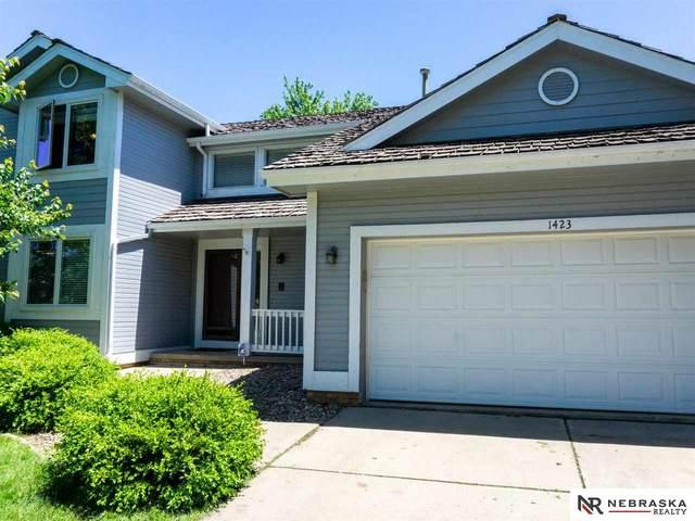1423 N 156 Avenue, Omaha, NE 68118 (MLS #22013037) :: One80 Group/Berkshire Hathaway HomeServices Ambassador Real Estate