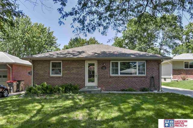 2125 S 50th Street, Lincoln, NE 68506 (MLS #22013460) :: kwELITE