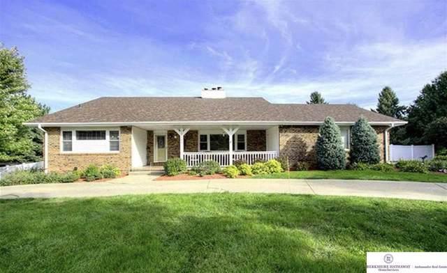 13116 Davenport Street, Omaha, NE 68154 (MLS #22013926) :: One80 Group/Berkshire Hathaway HomeServices Ambassador Real Estate