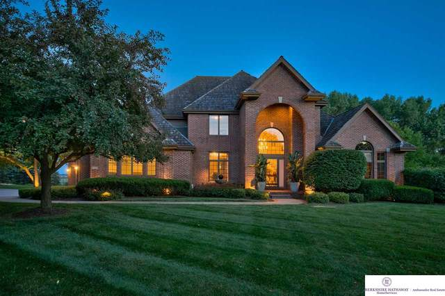 9429 Woodney Circle, Omaha, NE 68122 (MLS #22014066) :: Omaha Real Estate Group