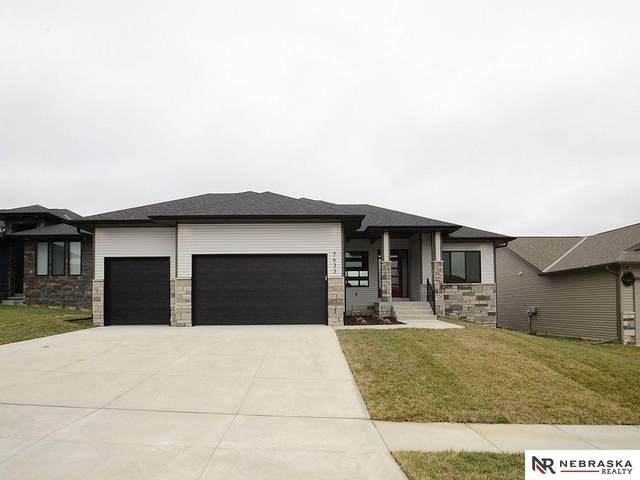 7633 Himalayas Drive, Lincoln, NE 68516 (MLS #22014389) :: The Briley Team