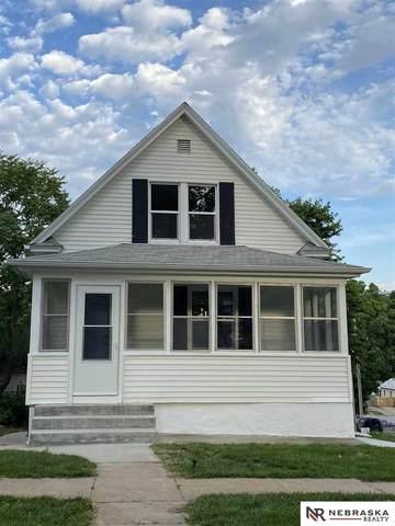 2202 S 12 Street, Omaha, NE 68108 (MLS #22014634) :: One80 Group/Berkshire Hathaway HomeServices Ambassador Real Estate