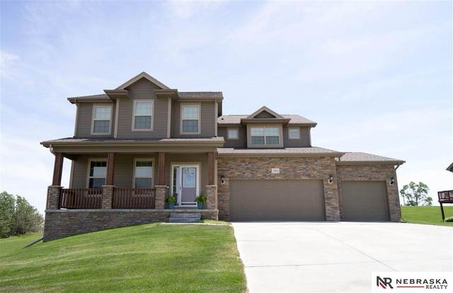 17013 Oakmont Drive, Omaha, NE 68136 (MLS #22014832) :: Cindy Andrew Group