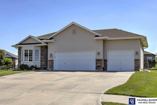 16009 Hanover Circle, Bennington, NE 68007 (MLS #22015641) :: The Briley Team