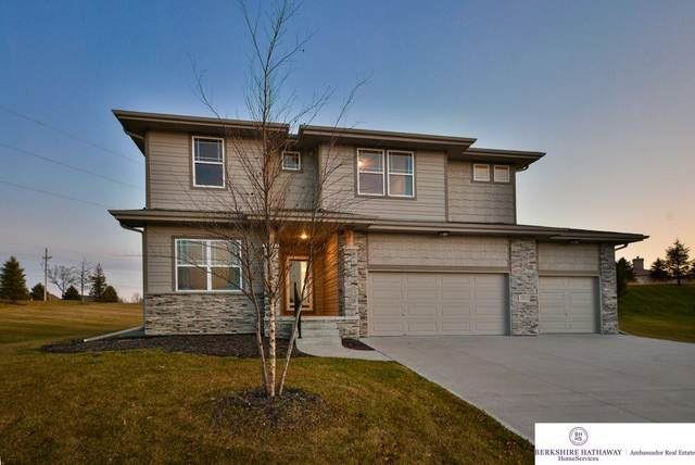 16823 Aurora Circle, Omaha, NE 68136 (MLS #22016265) :: One80 Group/Berkshire Hathaway HomeServices Ambassador Real Estate
