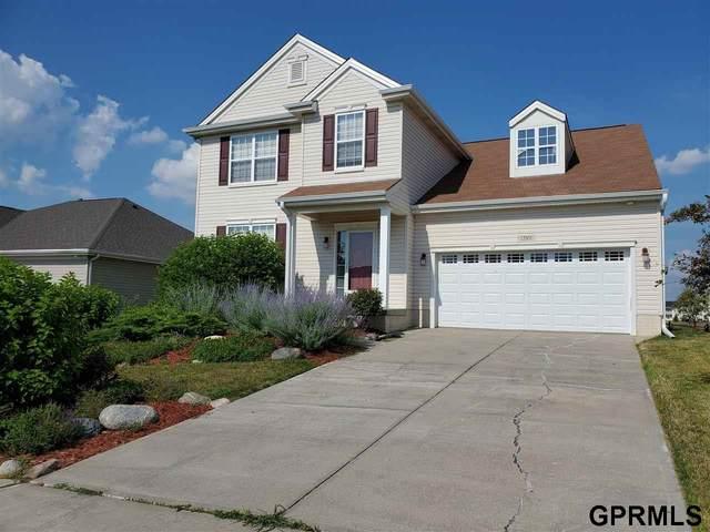 13911 Kelly Drive, Bellevue, NE 68123 (MLS #22016402) :: kwELITE