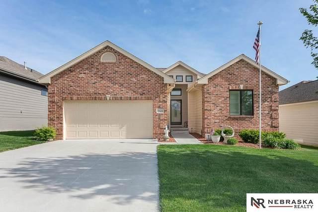 15424 Norwick Drive, Omaha, NE 68116 (MLS #22016514) :: kwELITE