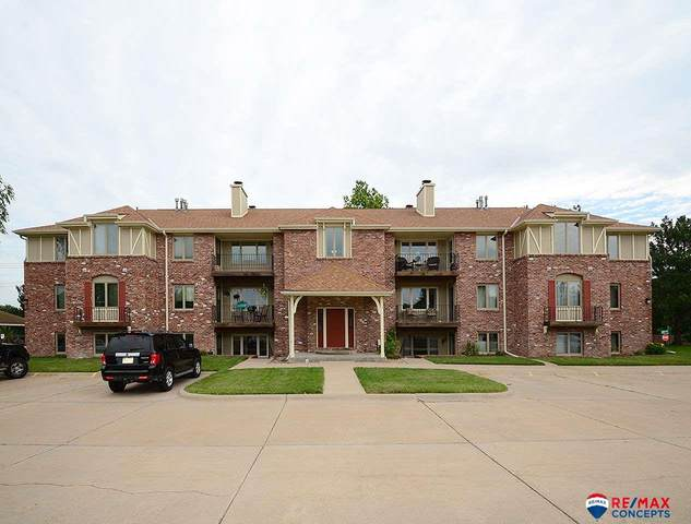 4321 S 58th Street #2, Lincoln, NE 68516 (MLS #22016618) :: Lincoln Select Real Estate Group