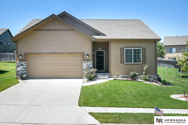 4722 N 175th Avenue, Omaha, NE 68116 (MLS #22016875) :: kwELITE