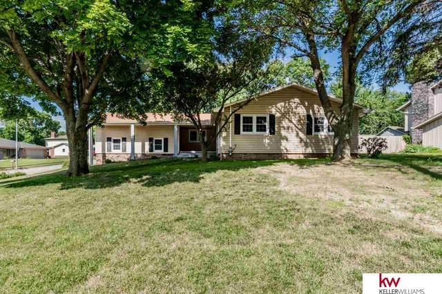 8606 Raven Oaks Drive, Omaha, NE 68152 (MLS #22017099) :: Lincoln Select Real Estate Group