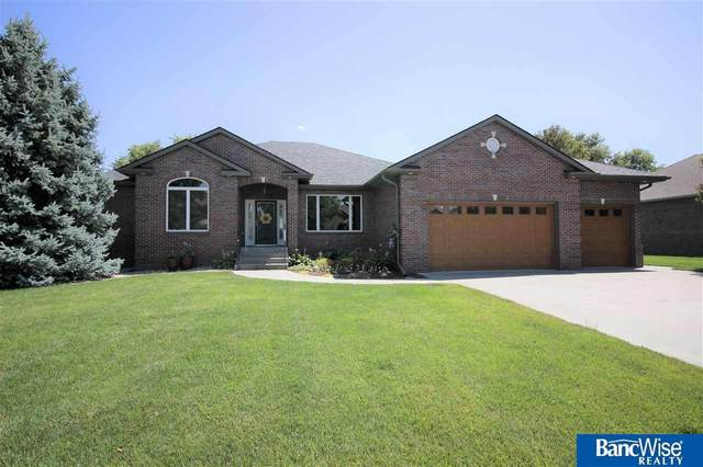 2015 Southern Light Drive, Lincoln, NE 68512 (MLS #22017139) :: kwELITE