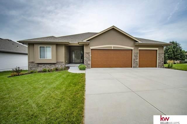 1015 Jacqueline Drive, Papillion, NE 68046 (MLS #22017169) :: One80 Group/Berkshire Hathaway HomeServices Ambassador Real Estate