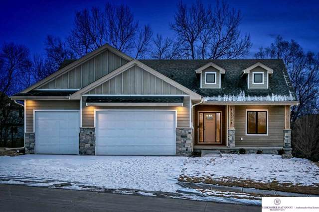 21810 H Street, Elkhorn, NE 68022 (MLS #22017287) :: One80 Group/Berkshire Hathaway HomeServices Ambassador Real Estate