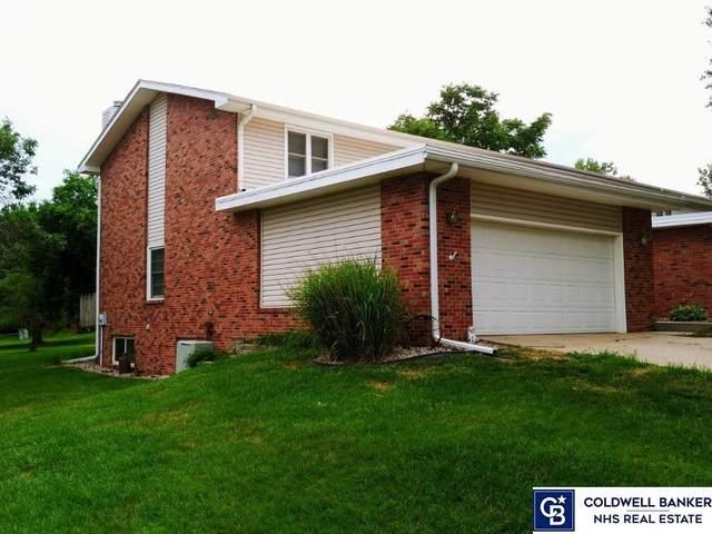 5809 Locust Street, Lincoln, NE 68516 (MLS #22017498) :: Lincoln Select Real Estate Group
