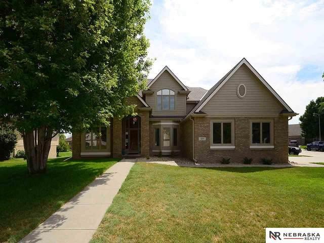 325 Castle Pine Drive, Papillion, NE 68133 (MLS #22017936) :: One80 Group/Berkshire Hathaway HomeServices Ambassador Real Estate