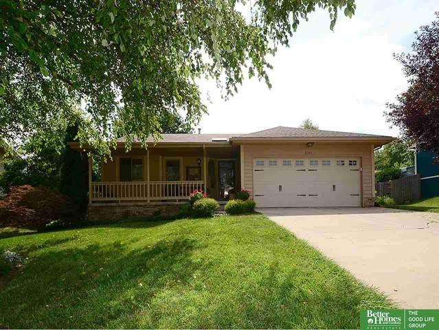 2105 Marilyn Drive, Papillion, NE 68046 (MLS #22018341) :: Omaha Real Estate Group