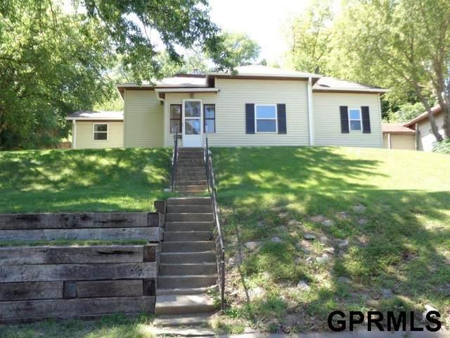 811 N 6th Street, Missouri Valley, IA 51555 (MLS #22018651) :: kwELITE