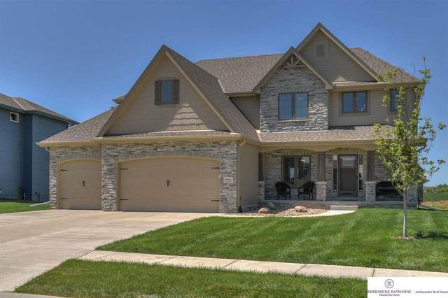 9960 S 106 Street, Papillion, NE 68046 (MLS #22018678) :: One80 Group/Berkshire Hathaway HomeServices Ambassador Real Estate