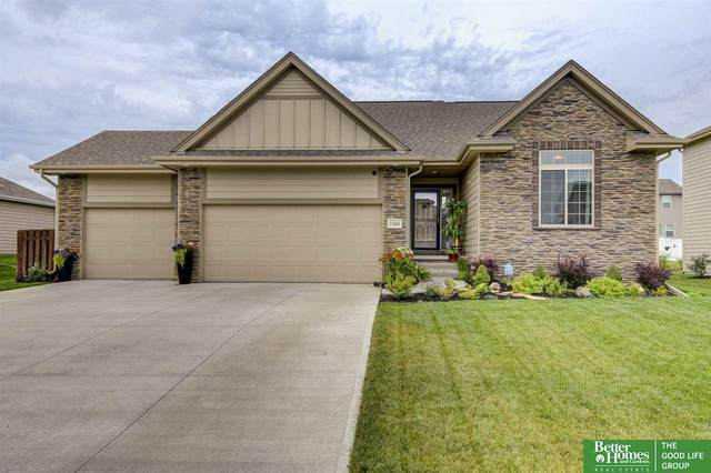 11616 S 110th Avenue, Papillion, NE 68046 (MLS #22018977) :: Omaha Real Estate Group