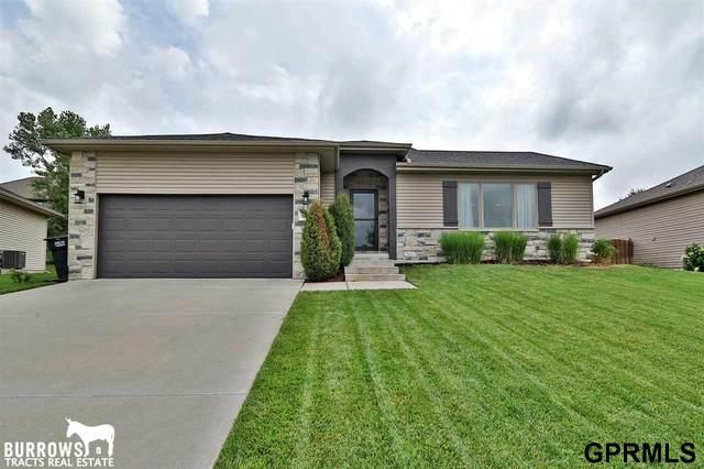 9030 S 71 Street, Lincoln, NE 68516 (MLS #22019000) :: One80 Group/Berkshire Hathaway HomeServices Ambassador Real Estate