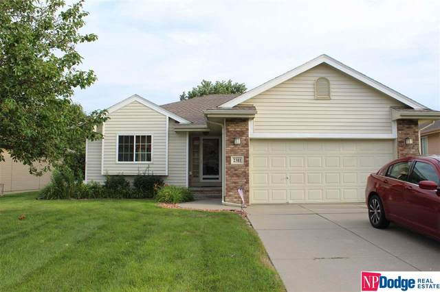 2301 Aberdeen Drive, Papillion, NE 68133 (MLS #22019072) :: Dodge County Realty Group