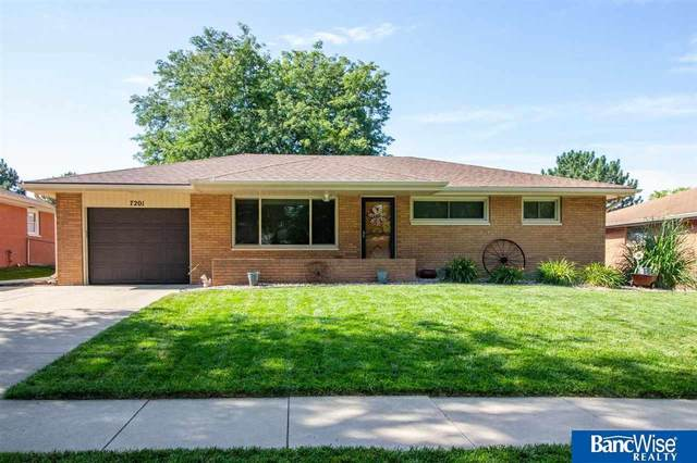 7201 Englewood Drive, Lincoln, NE 68510 (MLS #22019195) :: kwELITE