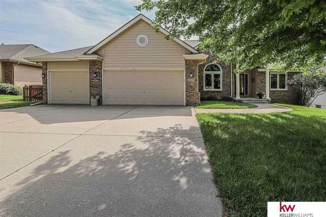 8627 S 97th Avenue, La Vista, NE 68128 (MLS #22019313) :: Lincoln Select Real Estate Group