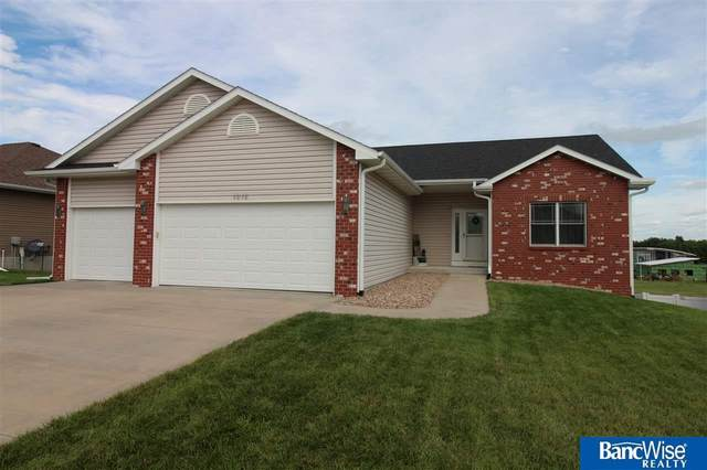 1212 Autumn Road, Hickman, NE 68372 (MLS #22019382) :: Omaha Real Estate Group