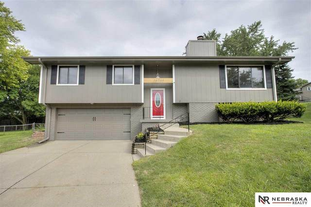 10705 Borman Circle, Omaha, NE 68127 (MLS #22019439) :: Omaha Real Estate Group