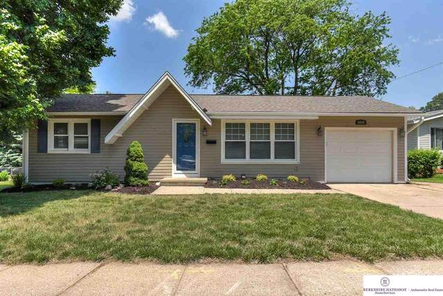 4936 Curlew Lane, Omaha, NE 68106 (MLS #22019542) :: Dodge County Realty Group