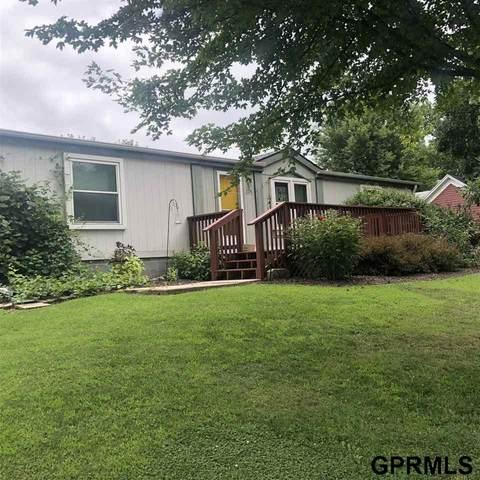 1724 Oak Avenue, Crete, NE 68333 (MLS #22020022) :: Omaha Real Estate Group
