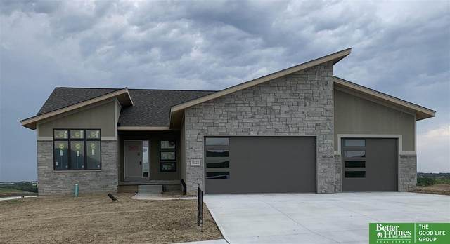 10222 Superior Drive, Papillion, NE 68046 (MLS #22020407) :: Dodge County Realty Group