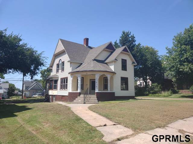 1011 E Street, Fairbury, NE 68352 (MLS #22020843) :: Don Peterson & Associates