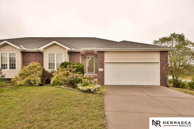 2731 Bay Circle, Plattsmouth, NE 68048 (MLS #22022826) :: kwELITE